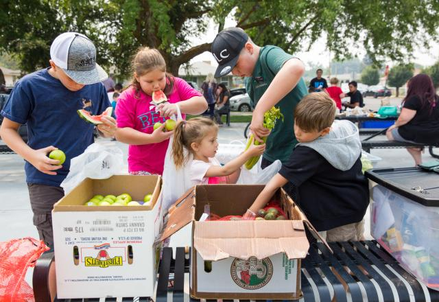 Children eating fresh fruits and vegtables Cambia Giving Tuesday